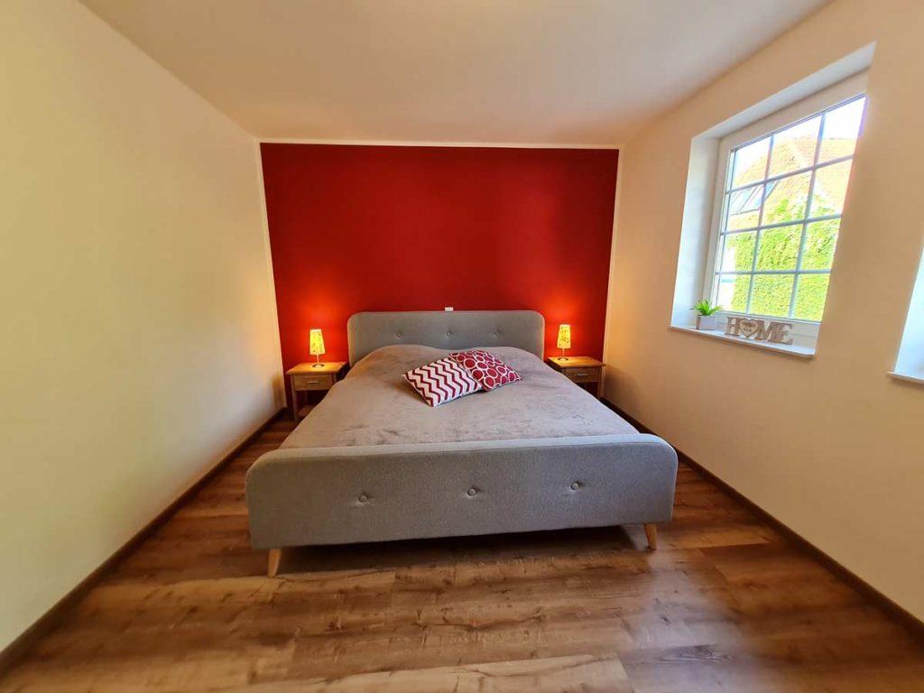Moderne-FeWo-Landliebe-2Z-Schlafzimmer-Doppelbett-85qm-Ferienwohnung-Lueneburger-Heide-Niedersachsen-Heideort-Luenzen-Schneverdingen-Ferienhof-Reiterhof