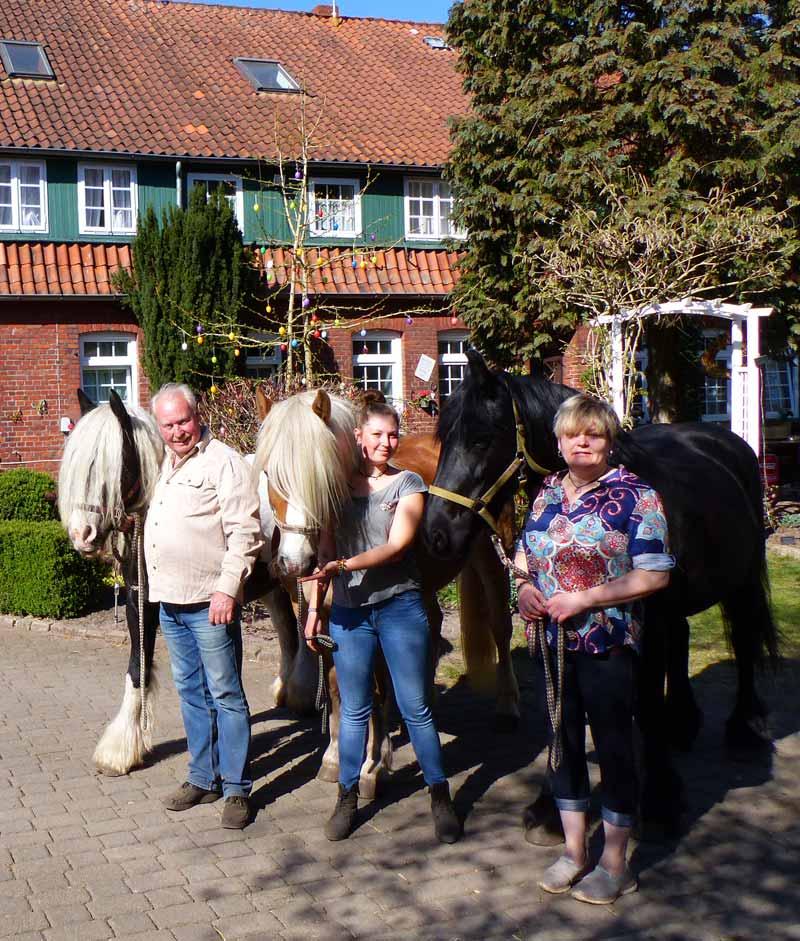 Urlaub-Ferienwohnungen-Zimmervermietung-Familienurlaub-Ferien-Lueneburger-Heide-Niedersachsen-Heideort-Luenzen-Schneverdingen-Ferienhof-Reiterhof-Familie-Gluess