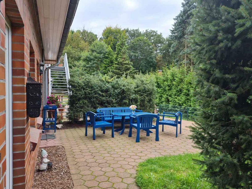 Gemuetliche-FeWo-Gartenblick-2Z-Sep-Eingang-Terrasse-Sitzbereich-75qm-Ferienwohnung-Lueneburger-Heide-Niedersachsen-Heideort-Luenzen-Schneverdingen-Ferienhof-Reiterhof