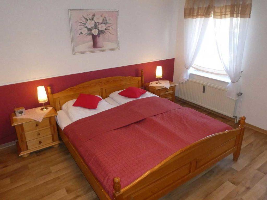 Schoene-FeWo-Am-Reiterstuebchen-2Z-Schlafzimmer-Doppelbett-75qm-Ferienwohnung-Lueneburger-Heide-Niedersachsen-Heideort-Luenzen-Schneverdingen-Ferienhof-Reiterhof